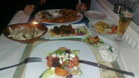 Ulysses Greek Restaurant: Greek salad, dolmades, tzatziki and halloumi