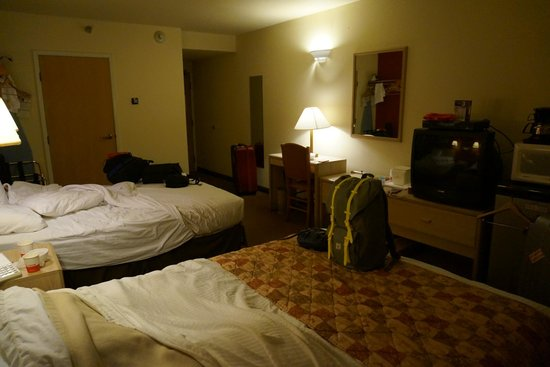 Ramada Anchorage: overview of room 2