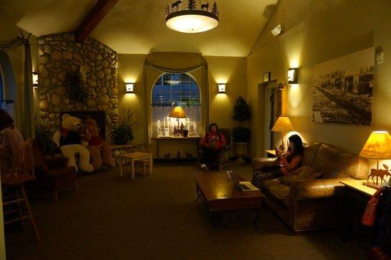 Ramada Anchorage : The lobby area
