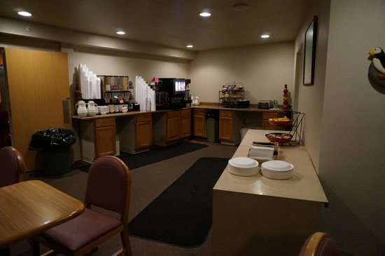 Ramada Anchorage: BF dining area