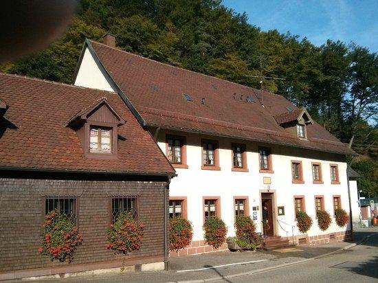 Gasthaus zum Kreuz: Exterior of restaurant