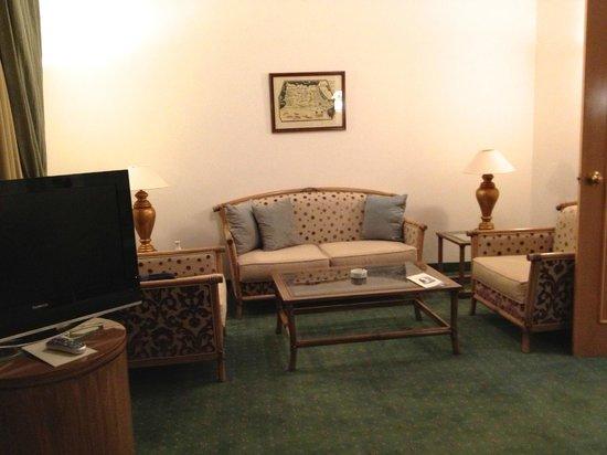 Hasdrubal Thalassa & Spa : l'angolo salotto nella camera