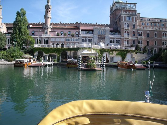 Hotel Excelsior: First Impressions
