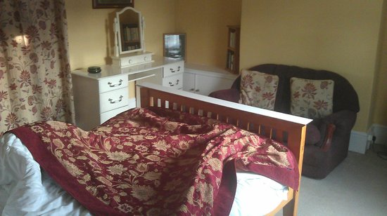 Hunston Mill Cottages: Courtyard Cottage - Double bedroom