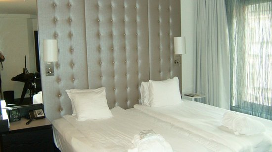 Hilton Stockholm Slussen: 白を基調にした明るい部屋