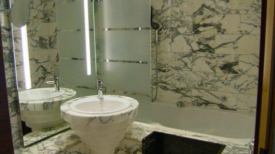 Hilton Stockholm Slussen: ハンドシャワーが便利
