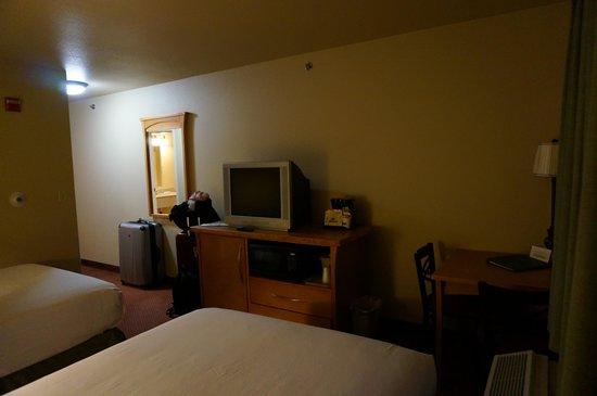 La Quinta Inn & Suites Fairbanks Airport: Room interior 2
