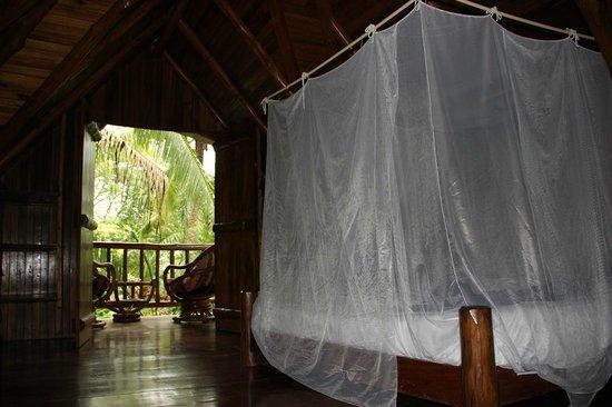Pachamama Tropical Garden Lodge: Bett