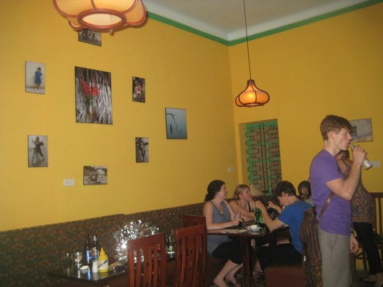 iProvecho! Global Bar & Grill: Dinning