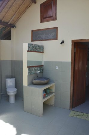 Satu Tiga Resort: Bathroom