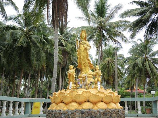 Wat Samut Tharam
