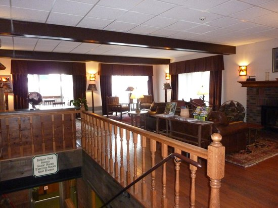 Best Western Adirondack Inn: Looking out to the road from the front desk