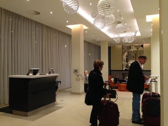 Renaissance Amsterdam Hotel: entrance
