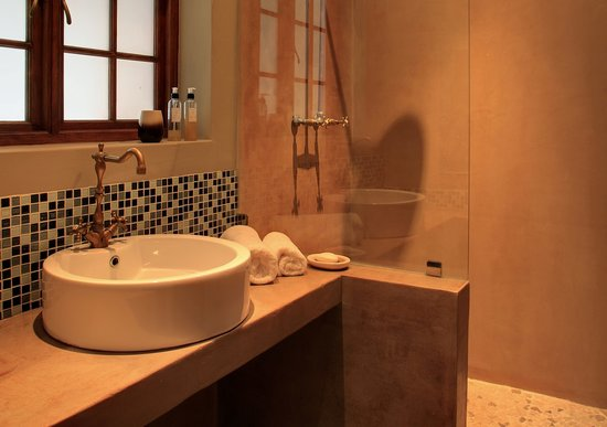 Madi-Madi Karoo Safari Lodge: Luxury suite en-suite bathroom with shower only