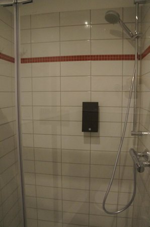 BEST WESTERN PLUS Amedia Berlin Kurfuerstendamm: shower is big and new