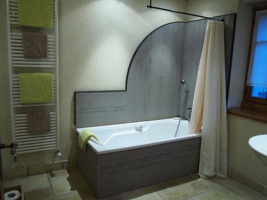 La Vallombreuse: bathroom