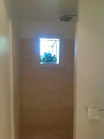 La Palmeraie des Calanques: salle de bain