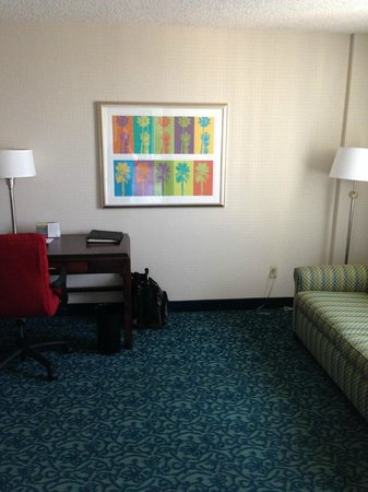 Costa Mesa Marriott : room sitting area