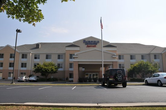 Fairfield Inn & Suites Christiansburg: Front of Hotel