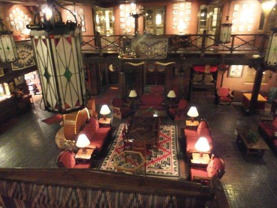 El Rancho Hotel & Motel: Lobby from the second floor