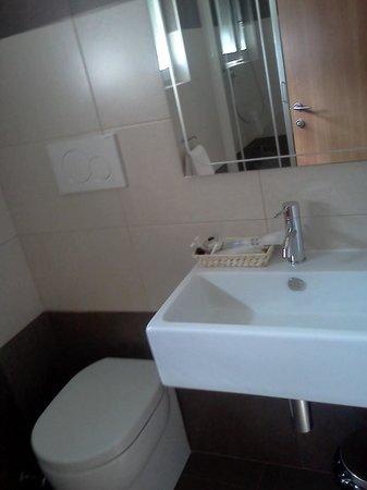 Hotel Smeraldo: bagno con anche bidet e doccia