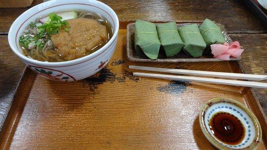 Terasaka: お昼の麺と柿の葉ずしのセット