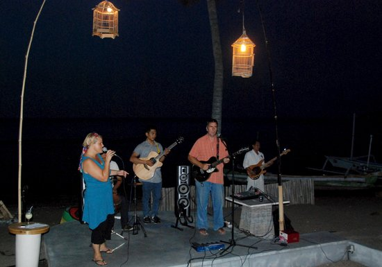 Rikki's Beach Bistro: The band