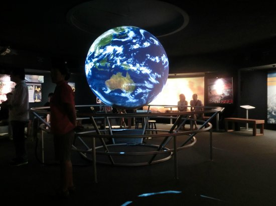 Bishop Museum : ホログラムの地球儀?
