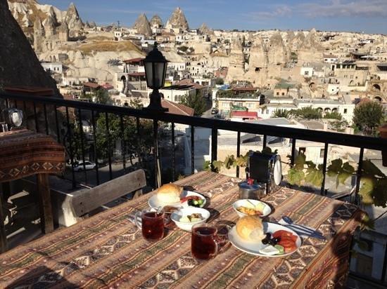 Arch Palace Hotel : colazione in terrazza