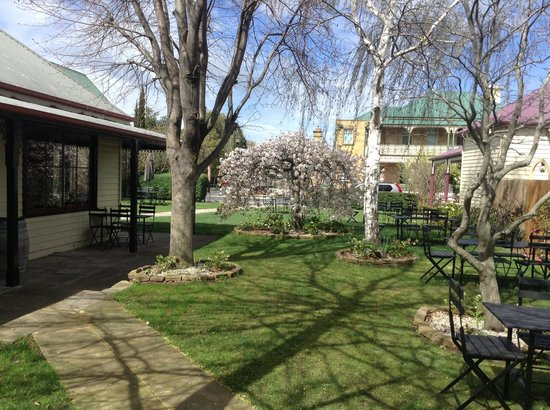 Richmond Food and Wine Centre : Enjoy indoor or outdoor dining