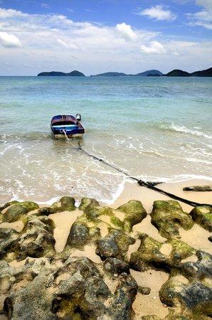 Kantary Bay, Phuket: Boat on the beach near hotel