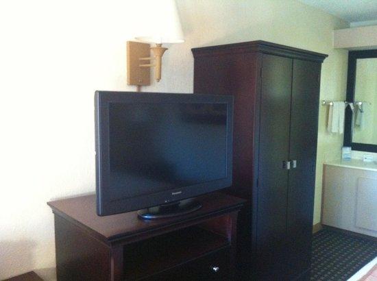 Baymont Inn & Suites Nashville Airport/ Briley: Flat Screen