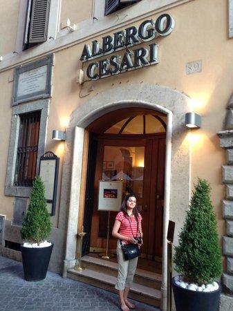9 Hotel Cesari: Hotel entrance
