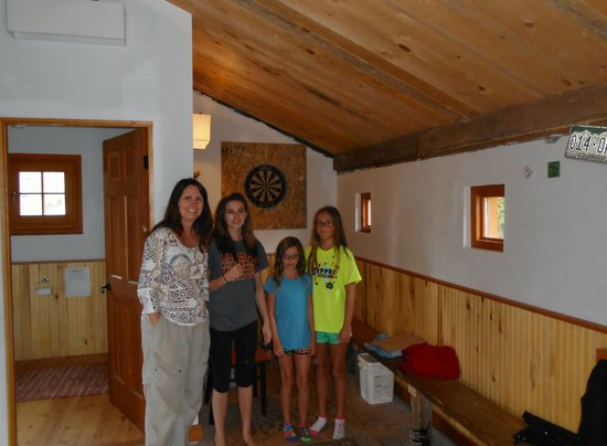 OPUS Hut : kids loved this experience, dartboard in entrance hall too