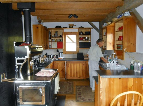 OPUS Hut: Kitchen is great