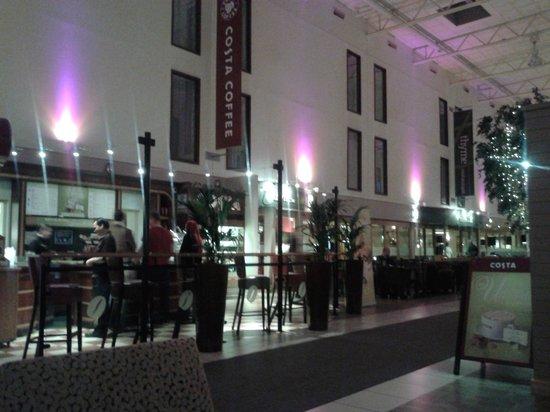 Premier Inn London Heathrow Airport (Bath Road) Hotel : The lobby