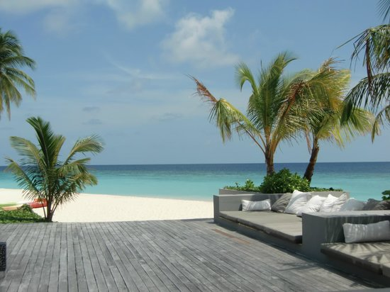 Park Hyatt Maldives Hadahaa: Poolside