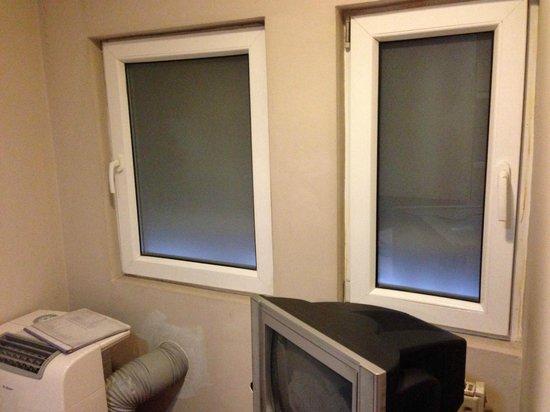 Hotel Tripoli: Sort of fake windows