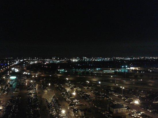 Travelodge Hotel Toronto Airport/Dixon Road: Vista de Toronto da janela do quarto