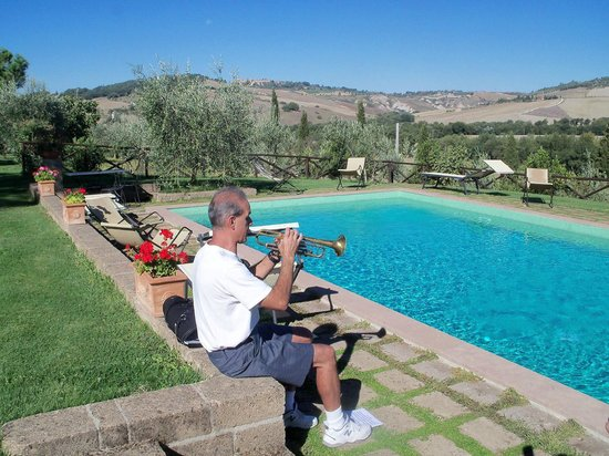 Agriturismo Podere Santa Maria : Trumpet by the pool in Tuscany