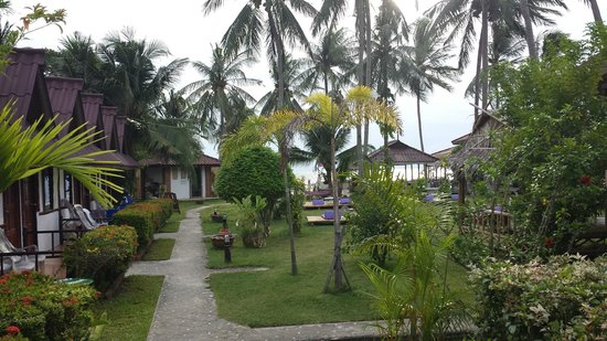 Phangan Cabana Resort: We stayed in a bungalow on the left