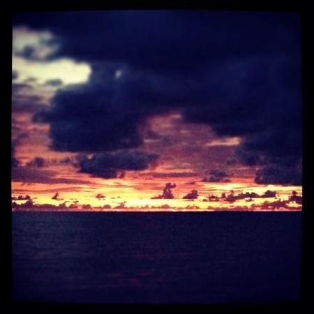 Mango Bay Resort: Sunset at Mango Bay