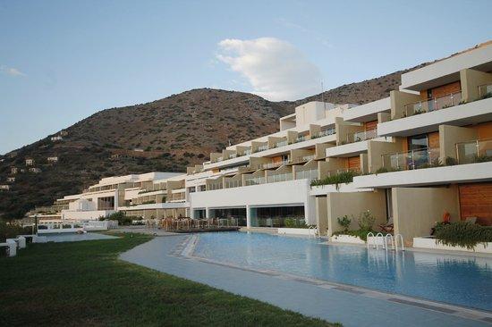 Porto Elounda Golf & Spa Resort: Main hotel and restaurant
