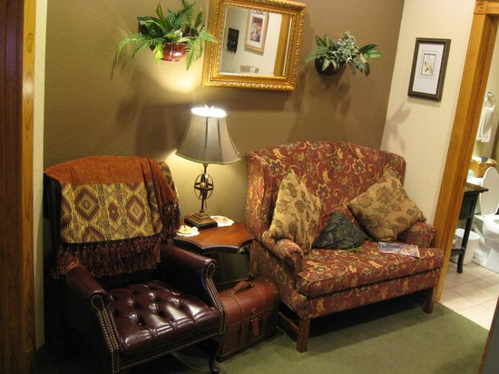 Daffodil Cottage at All Seasons Luxury Properties: Living Room
