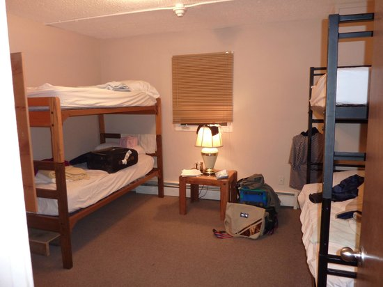 Bent Prop Inn & Hostel of Alaska: clean and beautiful bedroom for a group of 4