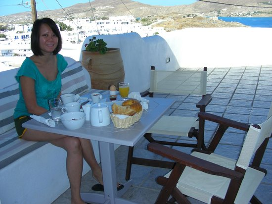 Yades Suites-Apartments-SPA: Enjoying our brekky on the private balcony!