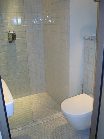 Monbijou Hotel: Gorgeous bathroom