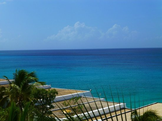 Sapphire Beach Club Resort: There is no blue so beautiful as the caribbean sea