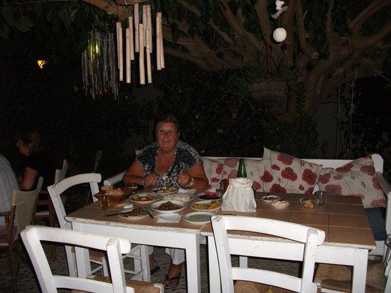 Kafenio Paparouna - Poppy's: Amazing mezes