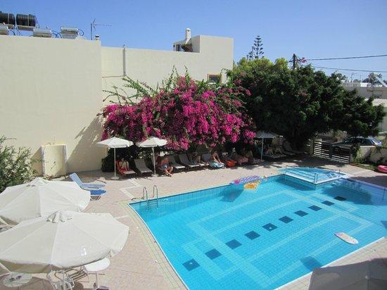 Yakinthos Hotel: Pool Area